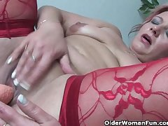 Mature mom in unconventional apparatus rubs her clit with an increment of toys her pussy