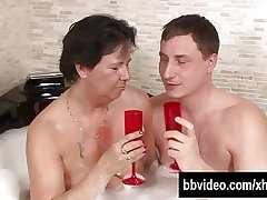 Grown up german whore gets facialized in jacuzzi