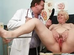 Chubby yellowish mom hairy pussy doctor exam
