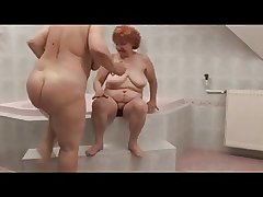 Hot Lesbian Grannies in bathtube
