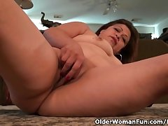 Granny Kay fulfills her unbelievable sexual desire