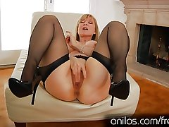 Sultry mature granny Nina Hartley masturbating