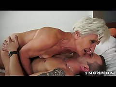 Gorgeous GILF Aliz have a resound with a big young horseshit