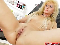 Milf gets a splendid gyno search