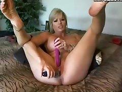Webcam! Mature Unladylike Plays With Dildo At bottom Cam