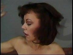 Mature hottie enjoys a banging session