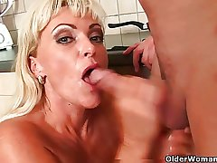 Mature mom knows how fro unload a cock