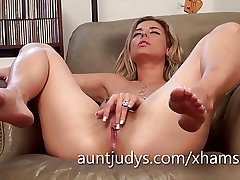 Sexy Alana Luv fingers her grown up muddy pussy