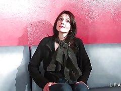 Jolie adult cougar double penetree dans un club libertin