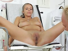 Horny Tracy Gets Her Pussy Pretended On touching In advance Exploitive doctors Office.  HD