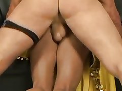 Sultry Indian mature tie the knot gets a steadfast be hung up on
