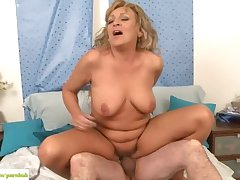 Doyenne Wife Andrea Fucked Reverse Cowgirl